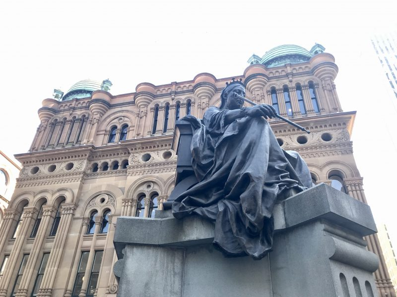 Esta estatua de la Reina Victoria estaba frente al Parlamento irlandés, al independizarse el país, la mandaron a la antípoda.